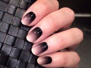 Темный омбре на короткие ногти
