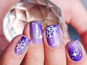 Фиолетово снежный маникюр