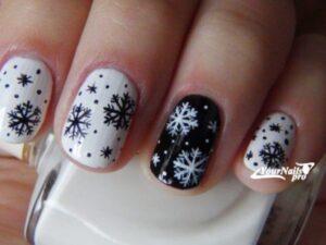 Черно-белый снежный маникюр