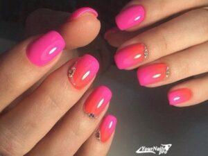 Красный омбре на короткие ногти