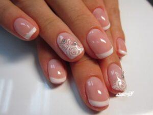 Свадебный маникюр Розы на короткие ногти