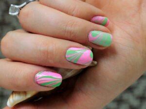 Розово-зеленый маникюр